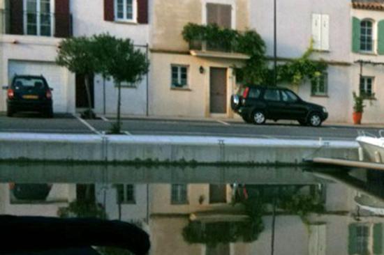 aggrandissement : traces laissées par l'eau qui commence à baisser